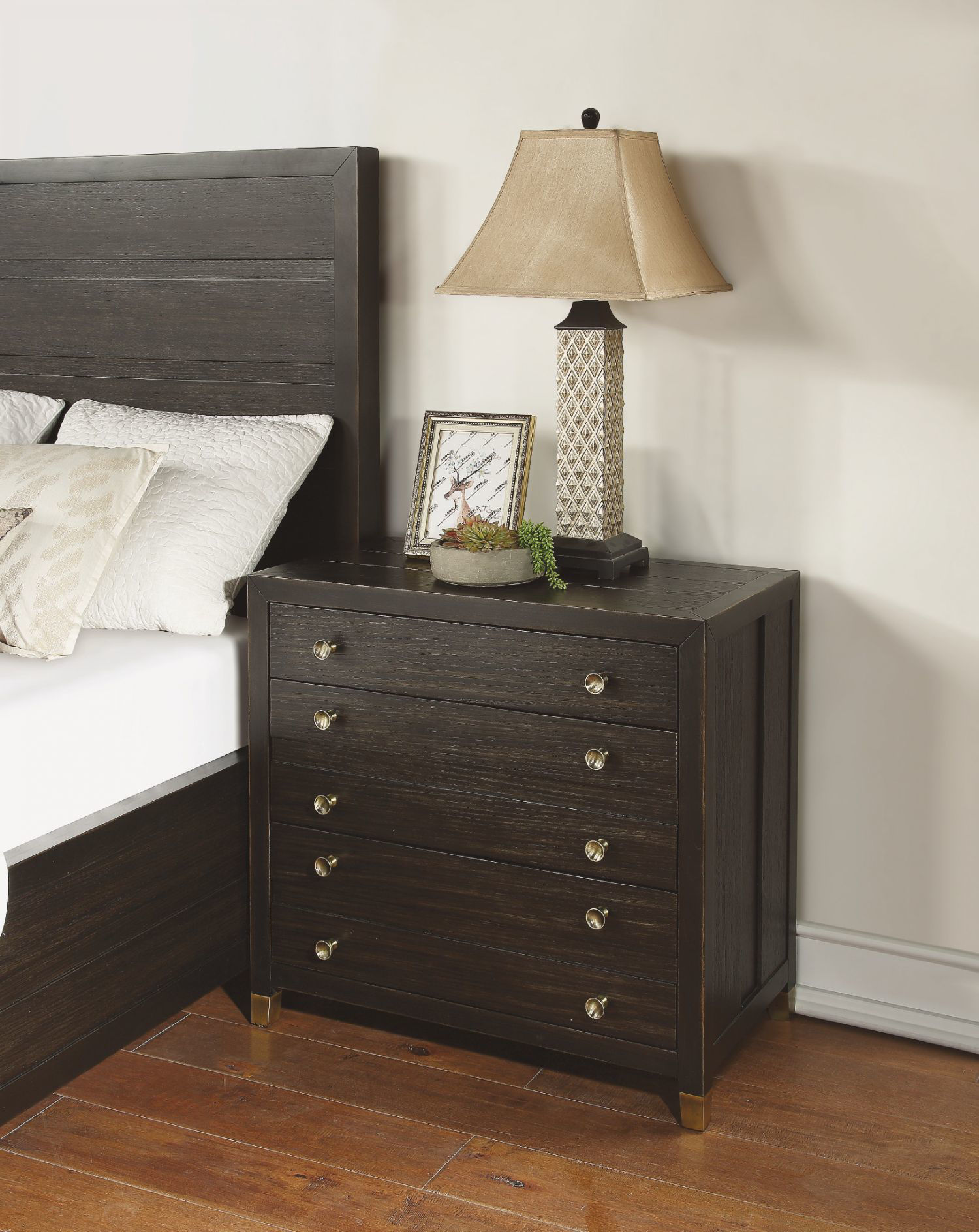 Picture of COLOGNE QUEEN PANEL BED